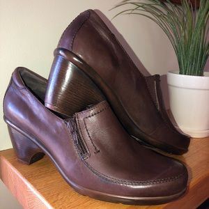Easy Spirit Shooties brown shoes Size 8.5